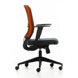 In&Office. Reforma de oficinas y tienda de muebles de oficina. Silla giratoria de oficina