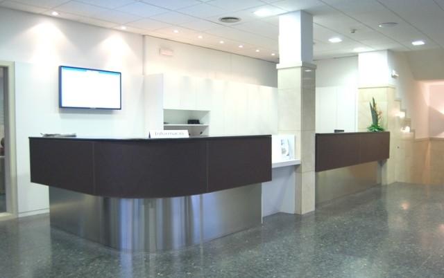 In&Office, reforma de oficinas en Barcelona, mobiliario de recepción