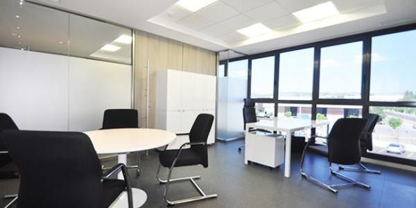 In office reforma de oficinas en barcelona mobiliario for Reformas oficinas barcelona