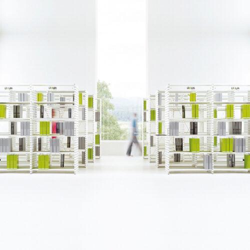 In&Office, empresa especializada en la reforma de locales y oficinas en Barcelona. Estantería ideal para comercios.