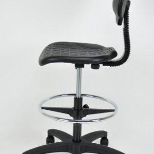 In&Office. La empresa experta en la reforma de oficinas en Barcelona y mobiliario de oficina. Taburete giratorio con respaldo color negro