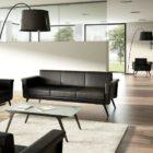Sofá grande de 3 plazas. Ideal para recepción de oficinas y salas de espera. Color marrón. In&Office, muebles y reformas de oficina en Barcelona