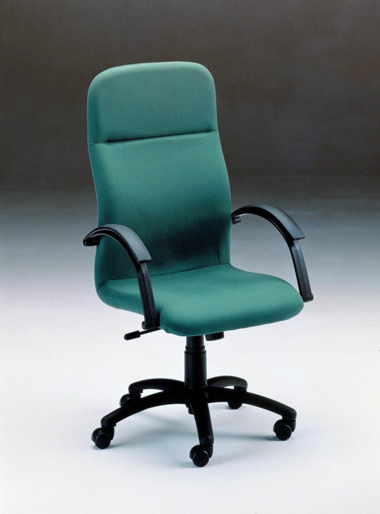 S.100.2C. In&Office. Silla de oficina de dirección. Color verde. Especialistas en reforma de oficinas y muebles de oficina. Barcelona