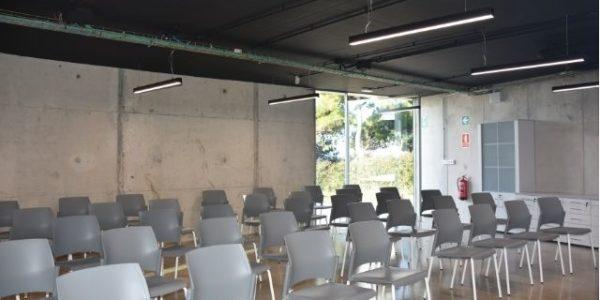 empresa-reforma-oficinas-barcelona-interioristas-in-and-office-sala-polivalente-2