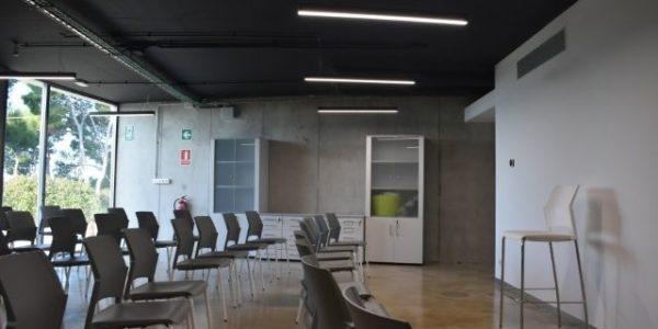 empresa-reforma-oficinas-barcelona-interioristas-in-and-office-sala-polivalente-5