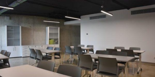 empresa-reforma-oficinas-barcelona-interioristas-in-and-office-sala-polivalente